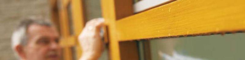 Купить и нанести грунтовку на деревянные окна и двери в Киеве