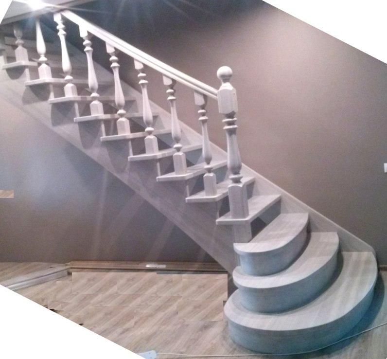 Ступени лестницы покрыты белым маслом с твёрдым воском.