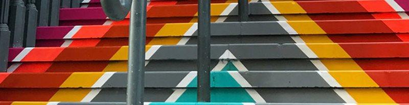 Для любой лестницы можно выбрать самые разнообразные цвета для покраски ступеней