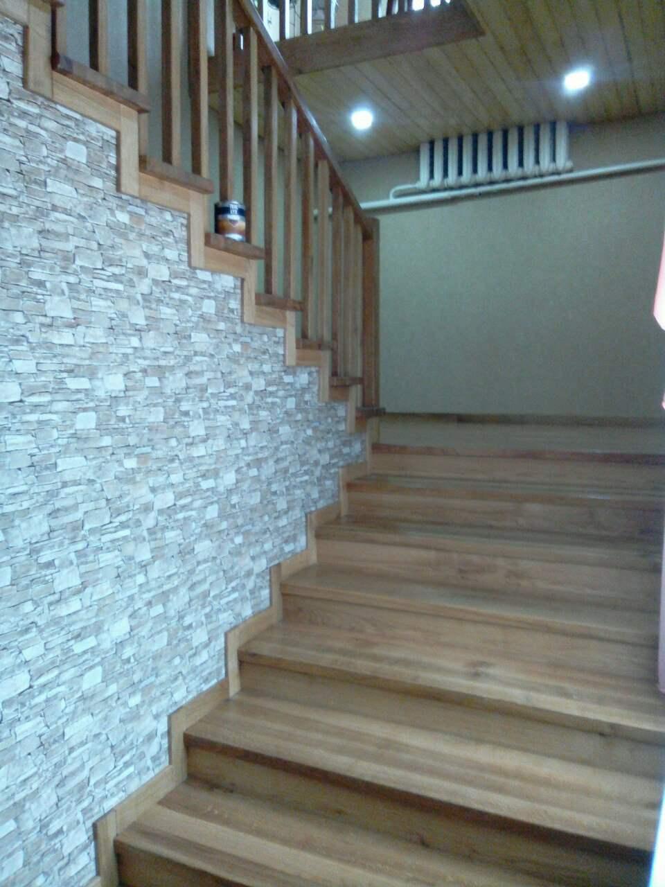 Ступени лестницы из дуба покрашены маслом с твёрдым воском  Trae Lyx HardWax Pro Mat