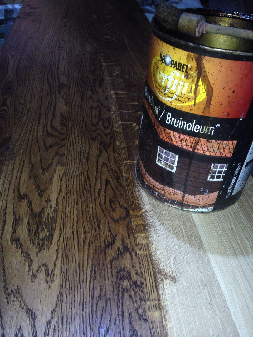 Цвет дуба после покраски битумным маслом Bruinoleum