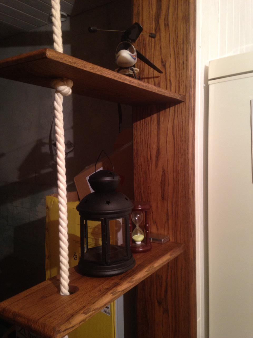 На деревянную мебель из дуба нанесено масло битумное для дерева Бруйнолеум. Цвет Венге.