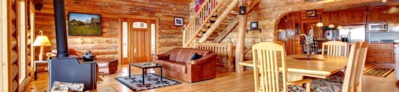 Чем покрасить деревянный дом внутри.