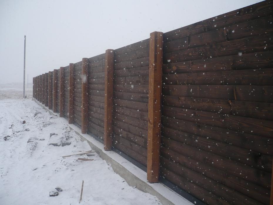 Деревянный забор в Киеве можно покрасить маслом для наружных работ Bruinoleum